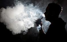 Mỹ chính thức nâng tuổi được hút thuốc từ 18 lên 21