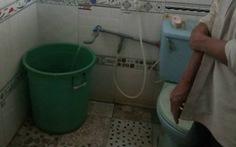 Mẹ bận việc, bé 3 tuổi chết thương tâm trong nhà vệ sinh