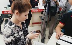 Hàng ngàn người Việt chọn mua iPhone 11 chính hãng dù giá cao hơn xách tay