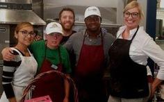 Chuyện buồn ở tiệm pizza của người khuyết tật: mọi người chỉ đến để selfie