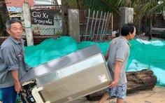 Chằng chống mái nhà chống bão, một người dân bị trượt chân ngã chết