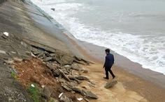 Phát hiện hai thi thể nam giới dạt vào bờ biển Quảng Trị