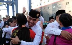 'Thủ lĩnh' tàu Nippon Maru đàn piano tạm biệt TP.HCM