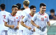 Tuyển Việt Nam và UAE tập luyện trong cơn mưa trước ngày thi đấu