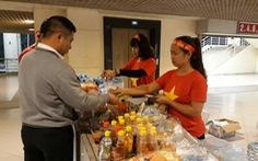 Mỹ Đình 'cắt cổ': nước suối 30.000 đồng, gửi ôtô 400.000 đồng
