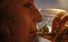 Ai dám thử rượu từ phân voi?
