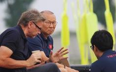 HLV Park Hang Seo gặp 'phù thủy trắng' Troussier bàn về U22 Việt Nam
