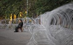 Vì sao dây thép gai giăng 'khủng hoảng' ở Mỹ Đình trận Việt Nam - UAE?