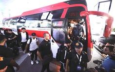 Trực tiếp: Máy bay chở Đội tuyển Thái Lan đáp xuống sân bay Nội Bài