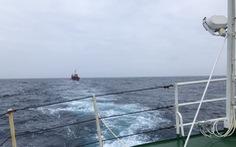 Tàu kiểm ngư lai dắt tàu cá bị nạn trên vùng biển Trường Sa về bờ an toàn