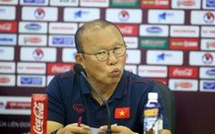 50 sắc thái của ông Park trong buổi họp báo trước trận gặp Thái Lan