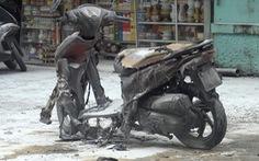 Tự tưới xăng đốt xe máy giữa bãi gửi, cháy tan tành 4 xe khác