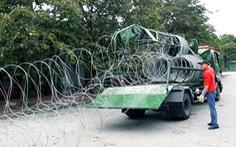Dựng rào thép gai quanh Mỹ Đình để bảo vệ trận Việt Nam- Thái Lan