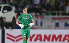 Văn Lâm bị 'ném đá', CĐV Thái Lan của Muangthong United ra tay 'bảo vệ'