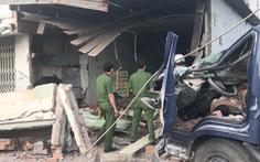 Video: Xe tải tông sập quán phở, chủ quán tử vong