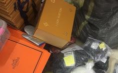 Video nhân viên cắt mác Trung Quốc, gắn mác Dior, Chanel, Gucci… cho hàng ngàn sản phẩm
