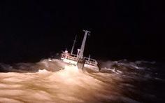 Cứu 11 người trên tàu chở than mắc cạn trước lằn ranh sinh tử