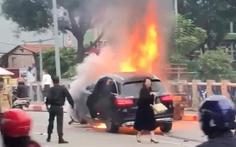 Khen CSGT cứu người bị kẹt giữa xe máy và xe Mercedes đang cháy