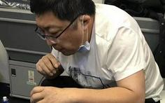 Bác sĩ dùng miệng hút nước tiểu cứu bệnh nhân qua nguy kịch