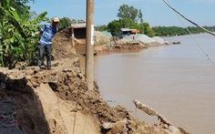 Đường tuần tra biên giới đổ sụp xuống sông Hậu lúc nửa đêm