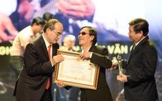 TP.HCM vinh danh và 'thưởng thêm' cho 75 nghệ sĩ, nghệ nhân