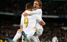 Luka Modric rực sáng giúp Real Madrid bám sát Barca