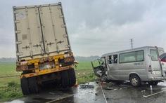 Vụ xe 16 chỗ đối đầu xe container, chuyển hai nạn nhân ra Đà Nẵng