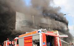 Video: Cháy lớn tại công ty sản xuất đồ gỗ ở Bình Dương