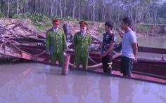 Bắt giữ 2 tàu khai thác cát trái phép trên sông Chu