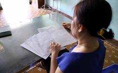 Chuyện lạ lùng: Phải ký hợp đồng vay tiền với ngân hàng để có việc làm