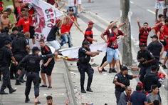 Quang cảnh như 'chiến trường' khi Flamengo trở về sau chiến thắng ở Copa Libertadores