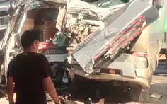 Video: Xe khách và container đâm nhau, phụ xe tử vong, hàng chục người ngất xỉu
