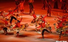 Hoa hậu châu Á - Thái Bình Dương diễu hành cùng đoàn thể thao Việt Nam