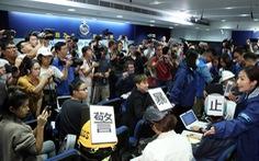 Cảnh sát Hong Kong phải hủy họp báo vì nhà báo đội mũ bảo hiểm phản đối