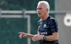 """HLV Marwijk của UAE ngồi """"trên lửa"""" trước trận gặp Việt Nam"""