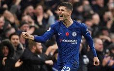 'Song sát' Abraham - Pulisic đưa Chelsea lên nhì bảng