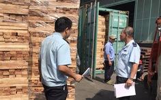 Khám xét 25 container gỗ xuất khẩu nghi gian lận thuế tại cảng Cát Lái