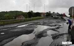 Quốc lộ như bị cả bầy voi ra 'lót ổ', Thanh tra Chính phủ không 'nhịn' nổi