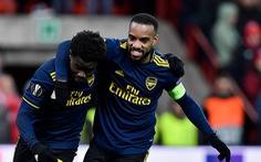 Europa League: Ghi 2 bàn trong 3 phút, Arsenal giành ngôi đầu bảng F