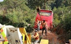 Ôtô chở khách TP.HCM mất phanh, lao xuống vực ở Đà Lạt, 15 người thoát nạn