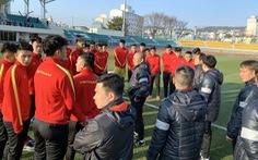 U23 tập nhẹ buổi đầu tiên ở Hàn Quốc