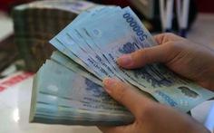 Từ 1-1-2021 lương của chồng có thể chuyển về tài khoản vợ