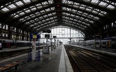 Tàu điện, đường sắt Pháp đóng băng trước Giáng Sinh vì đình công