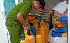 Video: Bắt xe tải vận chuyển 'khí cười' cho các tụ điểm ăn chơi