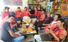 Câu chuyện về những 'hiệp sĩ' áo đỏ rong ruổi khắp Sài Gòn