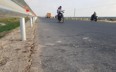 Đường tránh quốc lộ 91 chưa làm xong đã nứt lề đường