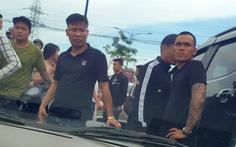 Chuyển công tác 3 sĩ quan cấp tá vụ giang hồ vây xe chở công an