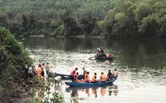 Lật thuyền trên sông, bé gái 4 tuổi chết đuối cùng cha