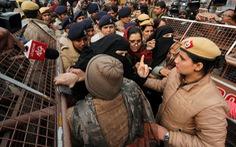 Biểu tình lan rộng, Ấn Độ phải ban lệnh giới nghiêm, cắt Internet