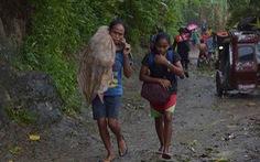 Người Philippines bồng bế chạy siêu bão Kammuri, SEA Games 'hồi hộp'